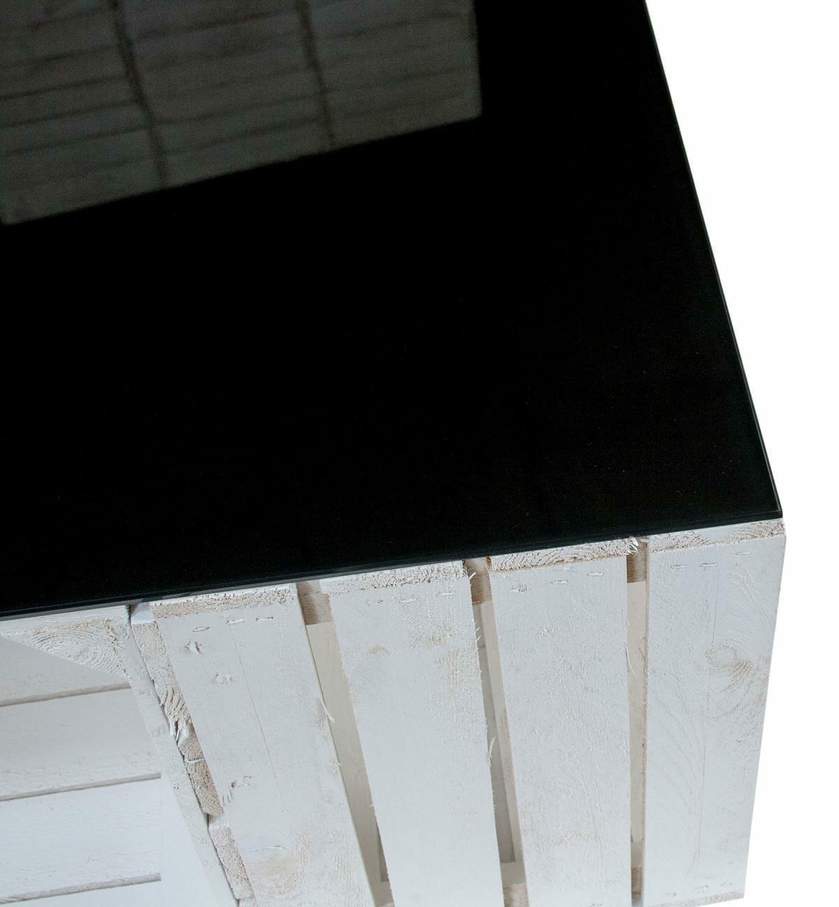 apfelkisten tisch in wei mit schwarzer glasplatte shop. Black Bedroom Furniture Sets. Home Design Ideas