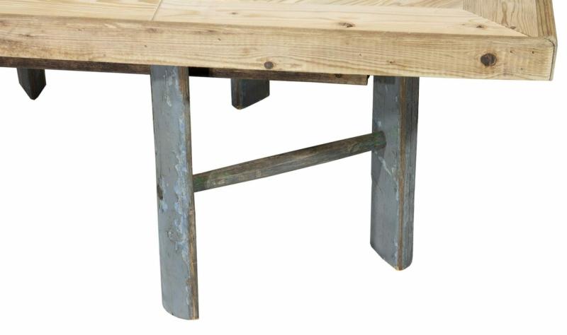 Tisch mit Leiterfüssen