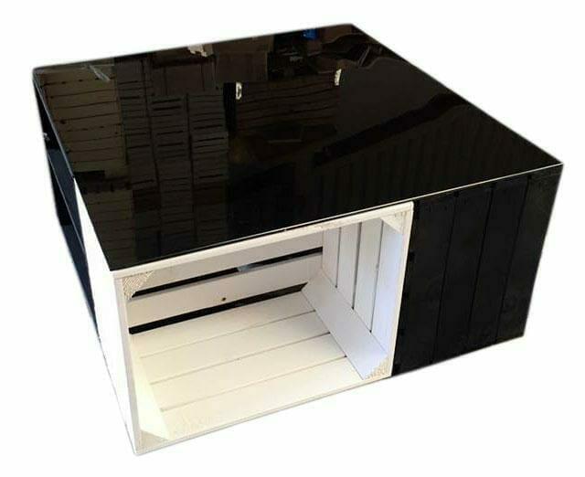 Obstkisten tisch wei mit schwarzer glasplatte shop for Schwarzer tisch