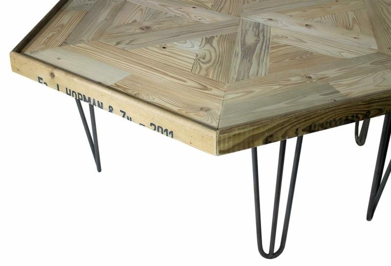Sechseckiger Holztisch auf Hairpin Legs