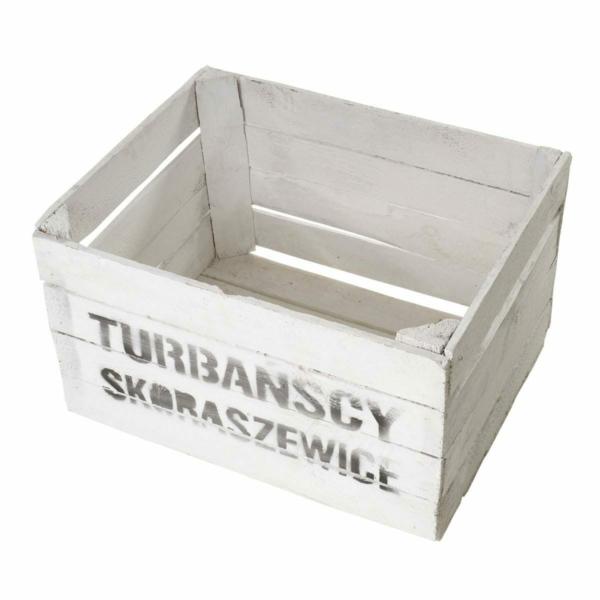 weiße Kiste aus Holz mit Aufdruck