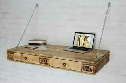 schreibtisch aus europaletten mit kettenaufh ngung. Black Bedroom Furniture Sets. Home Design Ideas