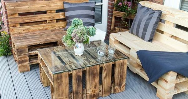 geflammte 2er sitzbank aus paletten bank. Black Bedroom Furniture Sets. Home Design Ideas