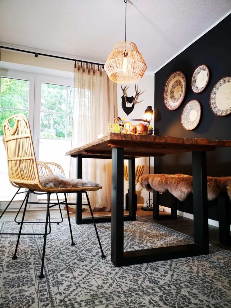 Massiver Esstisch aus Altholz