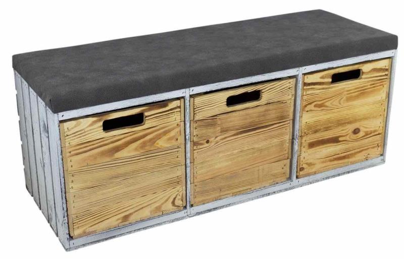 Holzbank mit Sitzmöglichkeit