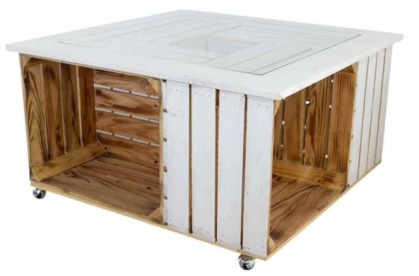 Wohnzimmertisch aus Holzkisten mit Glasplatte
