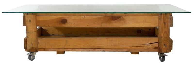 Glastisch aus Holzkiste Munitionskiste auf Rollen