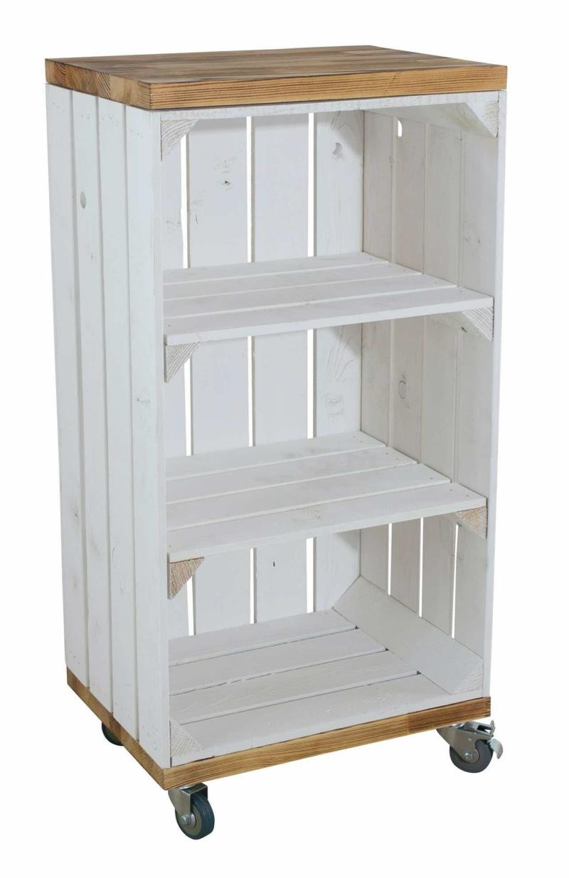 Regal aus einer Holzkiste weiß geflammt